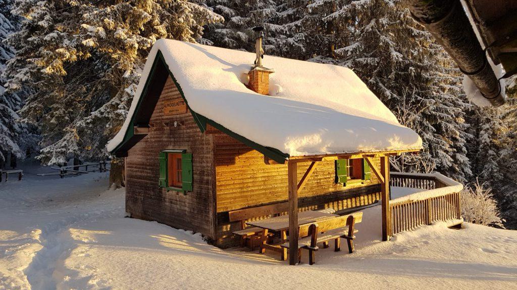 OeTK-Neunkirchen-Alpkogelhuette-im-Schnee