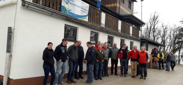 OeTK-Neunkirchen-Markierungsteam-Koordinationstreffen-der-Wegeinstandsetzer-Hocheck-Schutzhaus_20190504-001