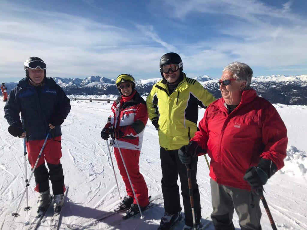 Hartl, Silvia, Pepi und Max genießen den Skitag, ÖTK Neunkirchen, Skibus Kreischberg 2020